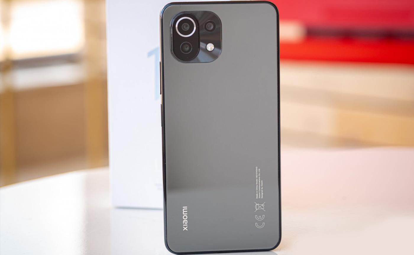 матовая крышка смартфона