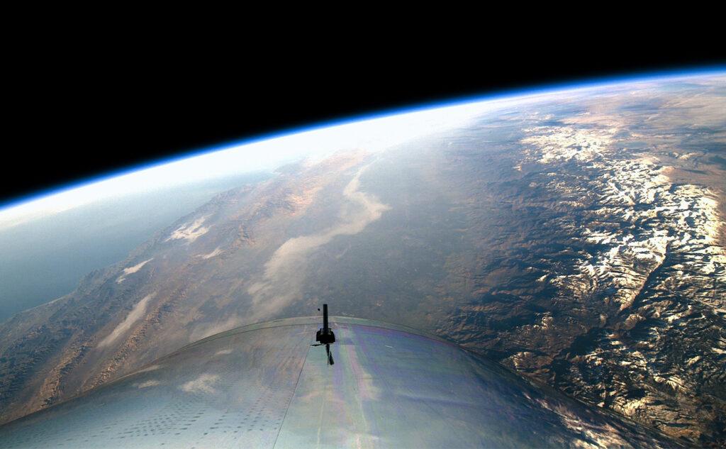 Джефф Безос отправится в полёт не первым? Ричард Брэнсон окажется в космосе раньше